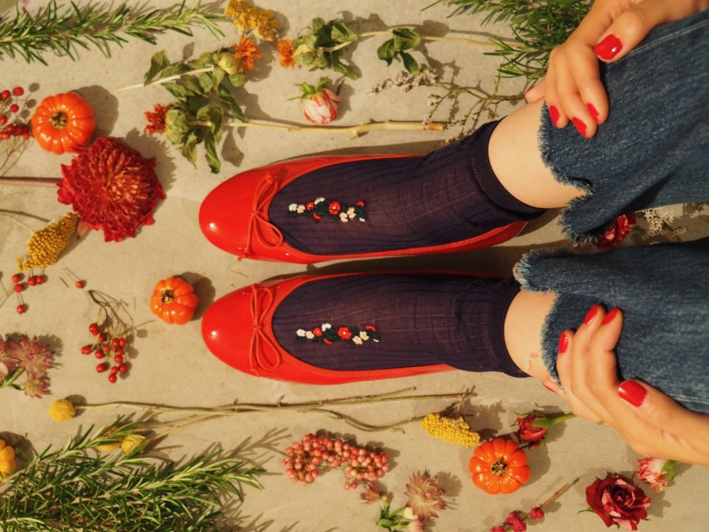 lace flower socks  with red flowers